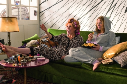 Vivienne (Palina Rojinski) und Hannah (Karoline Herfurth) versuchen, auf ihre ganz eigene Art mit Liebeskummer umzugehen.