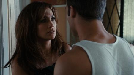Immer öfter verschafft sich Noah (Ryan Guzman) Zugang zum Haus von Claire (Jennifer Lopez) und setzt sie damit mehr und mehr unter Druck.