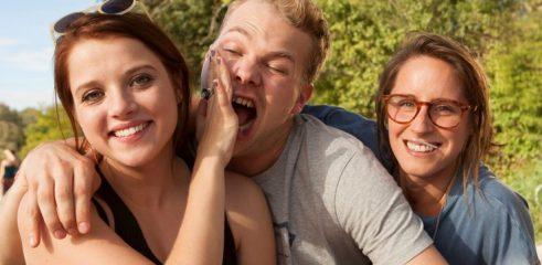 Bei ihrem Wiedersehen können die Freunde den Stress des Erwachsenenlebens für einen Moment hinter sich lassen.