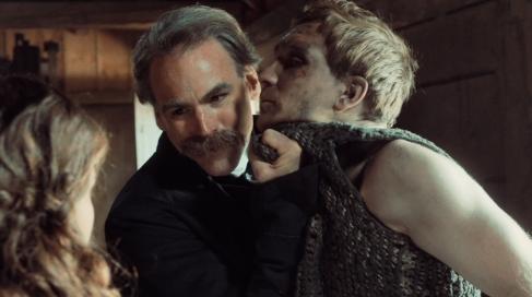 Lisbeths Vater Löbl (Sebastian Blomberg) will die Hochzeit zwischen Peter und seiner Tochter verhinden.