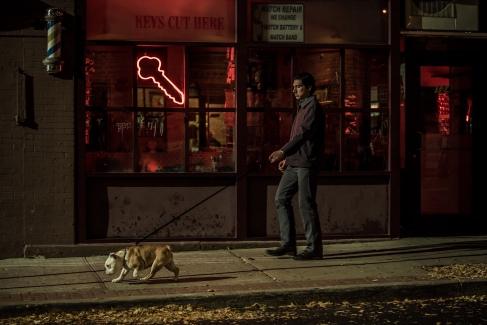 Paterson geht jeden Abend mit seinem Hund dieselbe Runde zur selben Bar und bestellt... dasselbe...