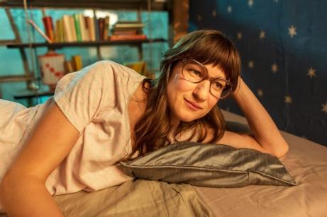 Marie Leuenberger gefällt in ihrer Rolle als Olafs Love Interest Pamela.