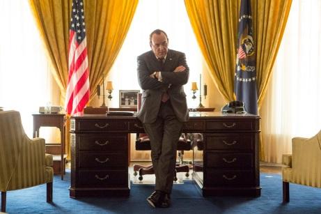 Kevin Spacey zeigt sich in seiner Performance des US-Präsidenten Richard Nixon überraschend spleenig.